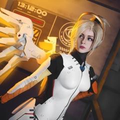 mercy-overwatch-cosplay-10