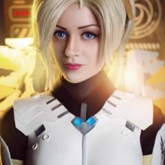 mercy-overwatch-cosplay